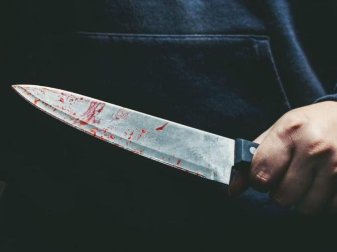O româncă a fost înjunghiată de soț Te omor, ți-am zis că te omor!  Plină de sânge, victima a ieșit pe scara blocului și a cerut ajutor