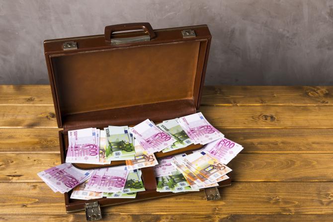 Olanda vrea să interzică bancnota de 500 de euro şi plăţile cu bani cash
