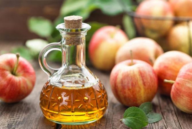 Oţetul de mere, considerat un tratament minune. Nu veți mai renunța la el după ce veți aflați toate beneficiile