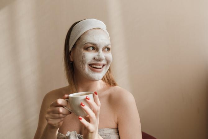 Amestecă bicarbonat de sodiu cu lapte: Secretul turcesc pentru frumusețe care șterge câțiva ani de pe chip cât pocnești din degete