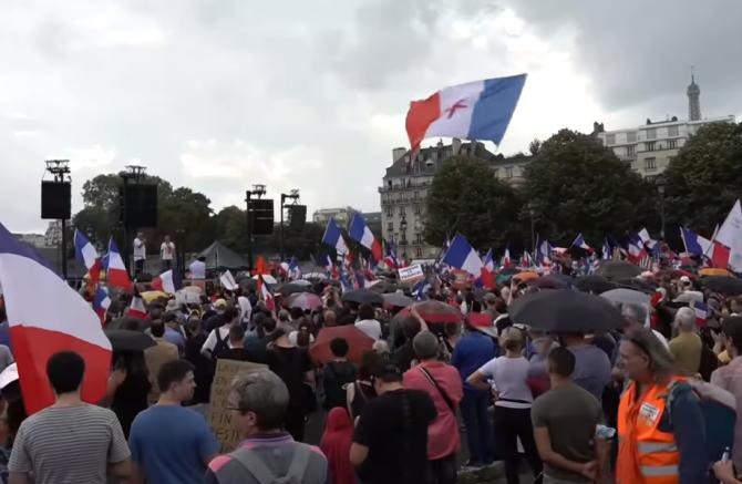 Protestatarii din Franta sunt nemulțumiți de restricții și de obligativitatea permisului sanitar