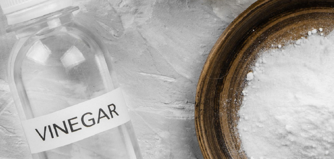 Puneți într-un pahar cu apă caldă o lingură de oțet și un vârf de bicarbonat. Un miracol pentru sănătate!