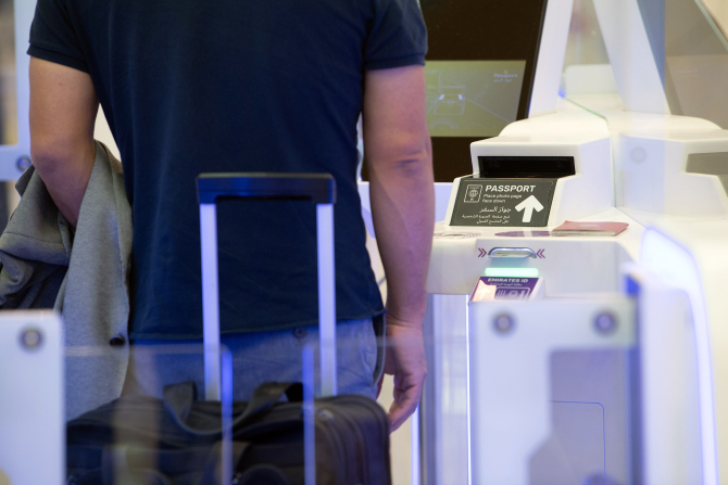 Românii nu vor mai putea intra în Marea Britanie fără pașaport, de mâine