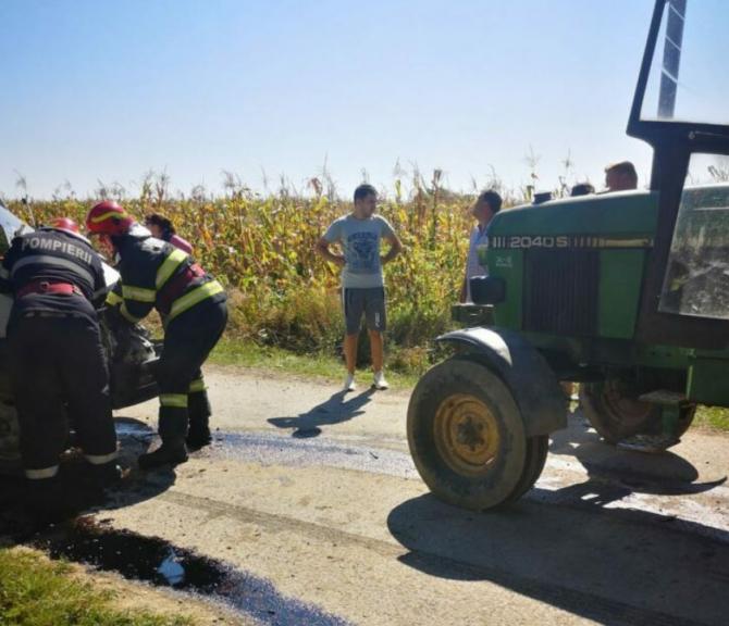 Soț și soție, răniți într-un accident rutier. Automobilul în care se aflau, spulberat de un tractor. Sursa - romania24.ro