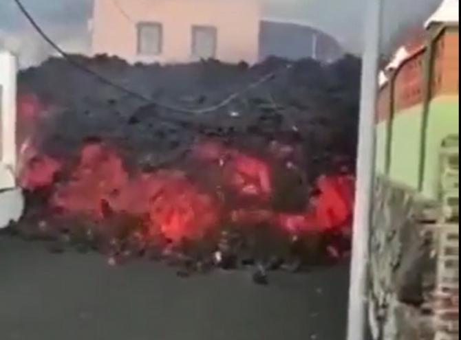 O casă din La Palma a rămas neatinsă de lava vulcanului Vieja