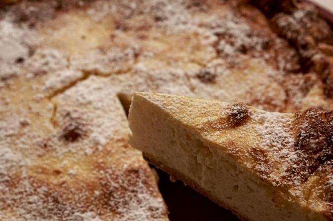 Tort cu cafea, fără unt, fără lapte și fără făină. Un desert delicios, cu o aromă intensă. O felie are doar 170 de calorii