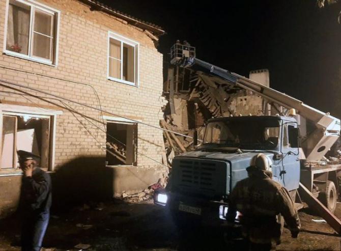 Trei morţi într-o explozie provocată de acumularea de gaze într-o clădire de locuinţe