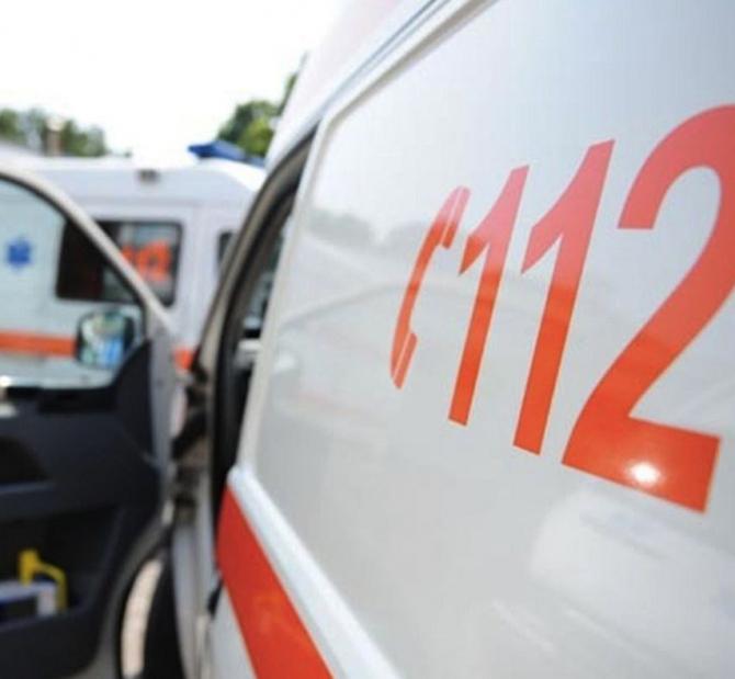 Trei tineri, răniţi grav după ce s-au răsturnat cu un ATV într-o râpă în Munţii Sebeşului