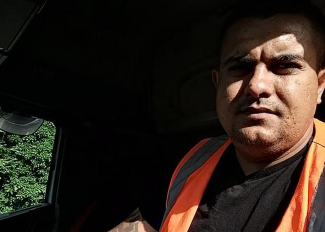 """UK. Șofer român de TIR, despre criza care ia amploare. Nicolae: """"Înainte de Brexit câștigam 700 de lire pe săptămână, acum câștig peste 1.000"""""""