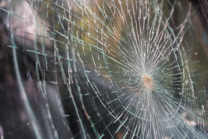 Un autobuz cu români a căzut în șanț, după ce s-a defectat