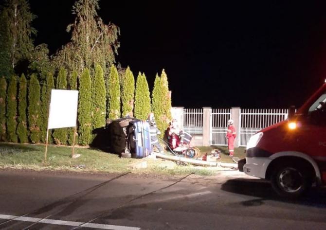 Un bărbat de 31 de ani și-a pierdut viața, azi dimineață, după ce a intrat cu mașina într-un stâlp Sursa- IPJ Arad