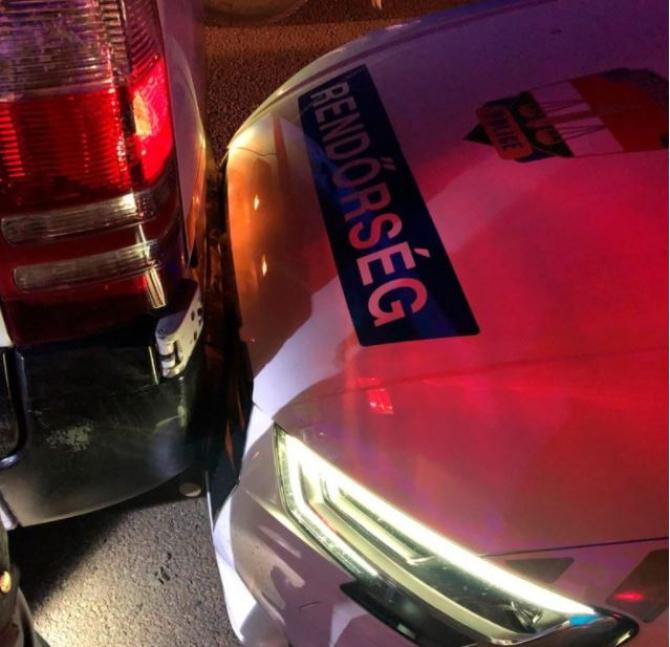 Ungaria. Un șofer român, care transporta mai mulți migranți, a izbit o mașină de poliție