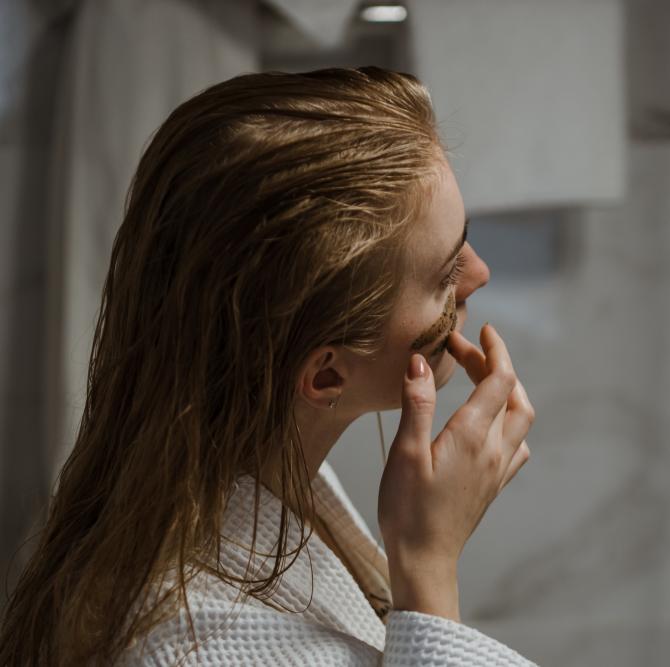 Zaț de cafea: Secretul părului strălucitor și cu volum de invidiat. Cum să folosești restul de la cafea pentru a avea un scalp sănătos