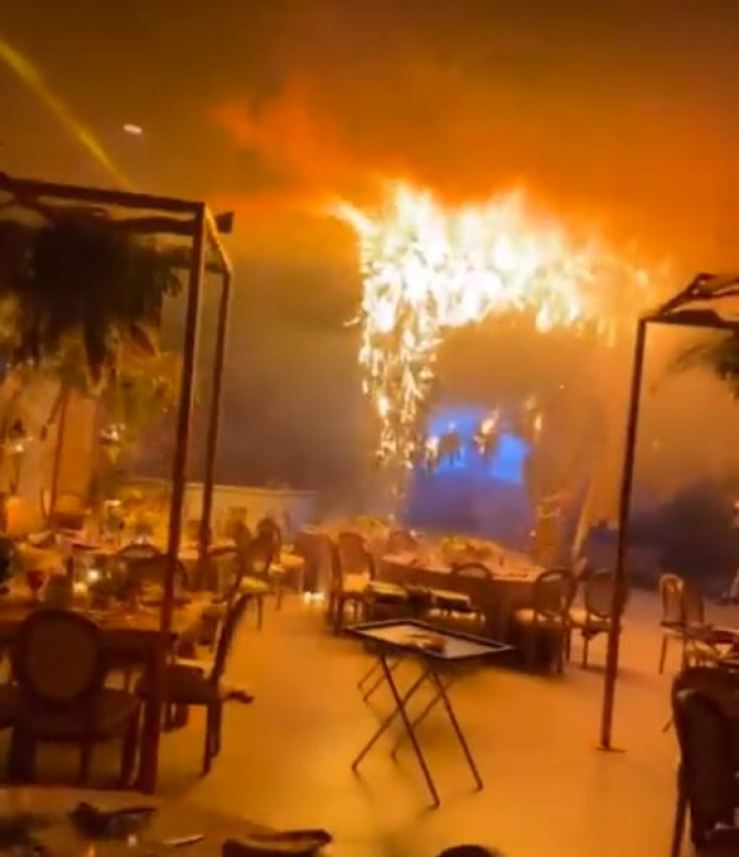 Zeci de nuntași, la un pas de moarte. Artificiile de interior au provocat un incendiu uriaș în timpul dansului mirilor