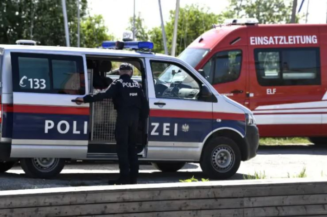 Zeci de răniţi într-un accident rutier grav. Un autocar s-a răsturnat în sud-estul Austriei