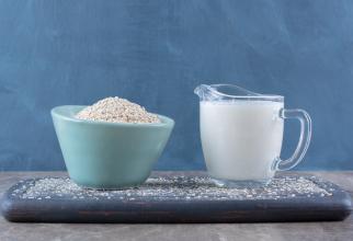 Amestecă 3 linguri de orez cu 2 linguri de lapte și o linguriță de miere. Lasă să acționeze câteva minute și vei observa efectul miraculos