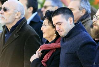 Mama tinerei ucisă în atentatul de la Bataclan, răpusă de durere. FOTO-BBC