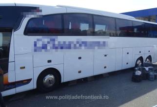 Autocar, care se întorcea din Turcia, oprit la frontieră. Patru români au fost dați jos și interogați de polițiști
