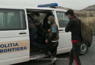 Doi români, care ieșeau din țară, s-au ales cu dosare penale. Ar fi câștigat 1300 de euro, dacă și-ar fi dus planul până la capăt