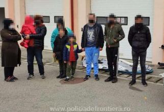 Două FAMILII, cu cinci MINORI, au TRAVERSAT ilegal DUNĂREA cu o barcă gonflabilă