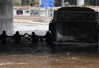Imaginile dezastrului din Grecia. Inundațiile de coşmar din Corfu au distrus sate întregi și au lăsat mii de oameni pe drumuri
