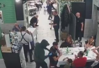 """Italia. Familii cu copii, atacate de indivizi cu kalașnikov, într-o pizzerie: """"S-ar fi putut transforma într-un masacru! Monștri fără scrupule""""- VIDEO"""