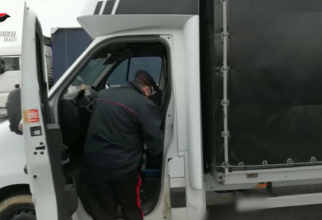 """Italia. Șase șoferi români, arestați într-o zonă de odihnă, după ce au descărcat """"marfa"""". FOTO: captură udinetoday.it"""