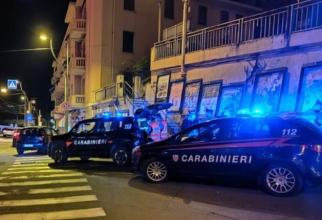 Italia. Un român, prins în timp ce forța portiera unei mașini cu un cuțit