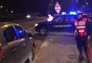 Italia. Un ROMÂN a lovit mașina carabinierilor și a BĂTUT un polițist. Bărbatul a AMENINȚAT, apoi, că își va INCENDIA automobilul