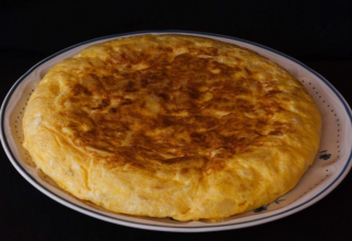 Omletă de cartofi la cuptorul cu microunde. Este la fel de delicioasă și sățioasă