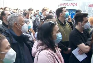 Românii au luat cu asalt centrele de vaccinare. Record de persoane care s-au imunizat cu prima doză