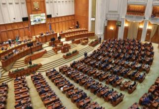 Ședința în care se votează moțiunea de cenzură a început