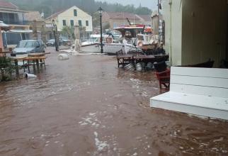 Sicilia, lovită de o furtună ciclonică. Străzile şi pieţele locale, transformate în râuri şi lacuri. Două persoane au murit