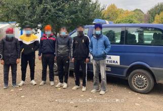 Șofer român, oprit în trafic și dat jos din mașină. Bărbatul s-a ales cu dosar penal pentru trafic de migranți