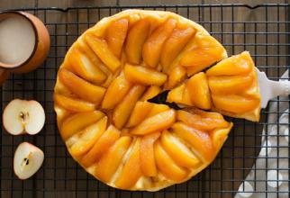 Tartă franțuzească cu mere (Tarte Tatin). Un desert inventat din greșeală, dar iubit în toată lumea