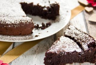 Tort de ciocolată fără făină - un desert din doar 5 ingrediente