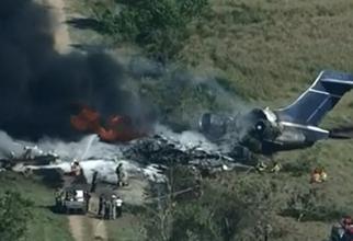 Un avion s-a prăbuşit la câteva secunde după decolare, pe un câmp din apropierea pistei