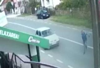 Un şofer român de TIR, de numai 27 de ani, mort după ce a coborât de la volanul camionului. FOTO: captură Știrile PRO TV
