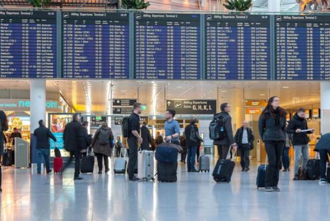 Aeroportul din Munchen, evacuat. Un pasager, prins cu un proiectil de mortieră în rucsac