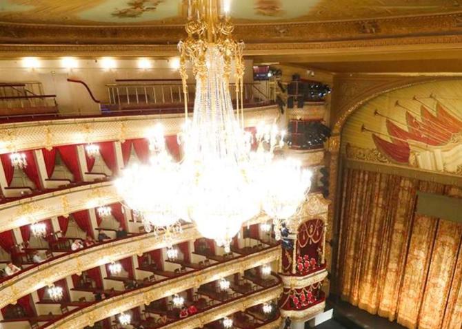 Balerin de la Teatrul Bolşoi, zdrobit pe scenă de o rampă care a căzut din tavan. Bărbatul nu a avut nicio șansă