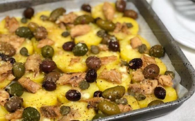 Cartofi la cuptor, în stil sicilian. O mâncare rapidă, cu doar 190 de calorii