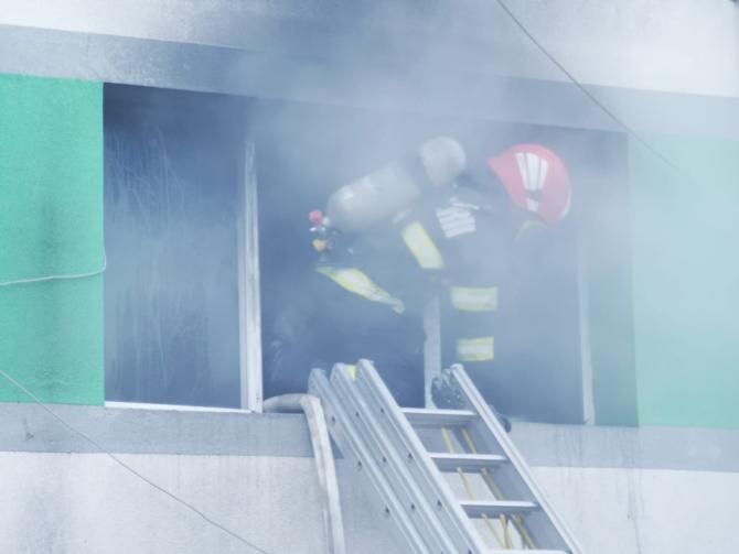 2. -imagine fara descriere- (cel-putin-patru-morti-in-incendiul-de-la-sectia-ati-a-spitalului-de-boli-infectioase-constanta-1-2.jpg)