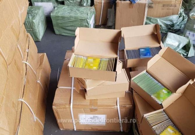 Două containere, sosite din China, în Portul Constanța, pline cu mii de produse contrafăcute