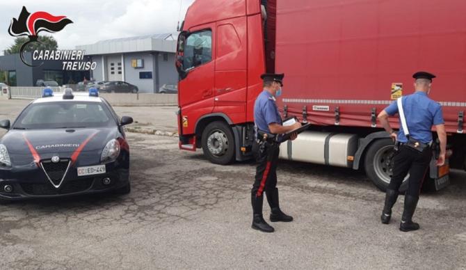 Italia. Bătaie cu bâte și cuțite între doi șoferi români de TIR într-o parcare: Au ajuns la spital de urgență. FOTO: captură qdpnews.it
