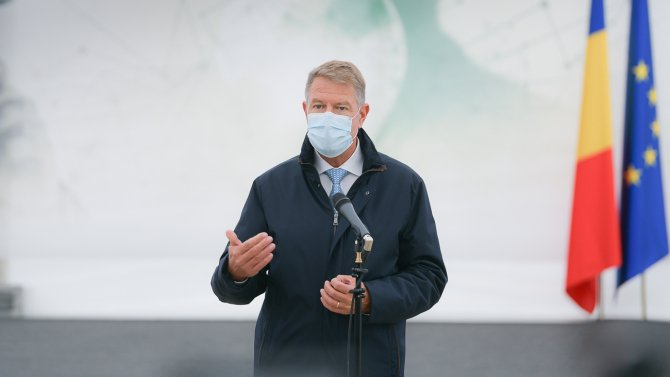 """Klaus Iohannis: """"Ideile toxice împotriva vaccinării, un atac direct împotriva umanității"""""""