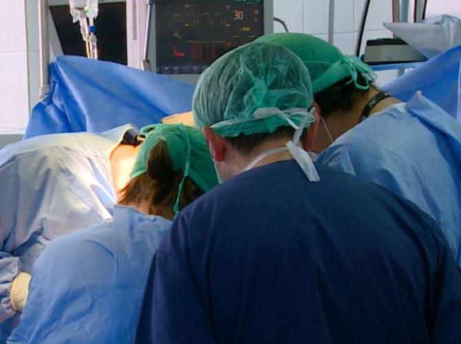 O tânără româncă, aflată în moarte cerebrală, a salvat mai multe vieți. Familia pacientei i-a donat organele