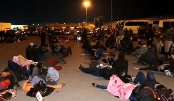 Poliția de frontieră a descoperit peste 600 de migranţi, înghesuiţi în camioane frigorifice. Unii dintre ei aveau Covid - VIDEO