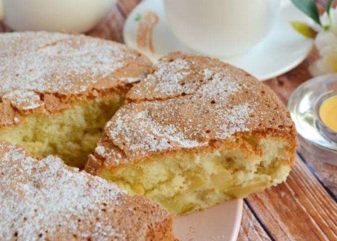 Prăjitură delicioasă cu mere. Amestecați rapid toate ingredientele și dați-le la cuptor