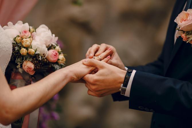 Spania. Românce, implicate într-o amplă rețea de căsătorii fictive. Primeau 15.000 euro pentru un mariaj