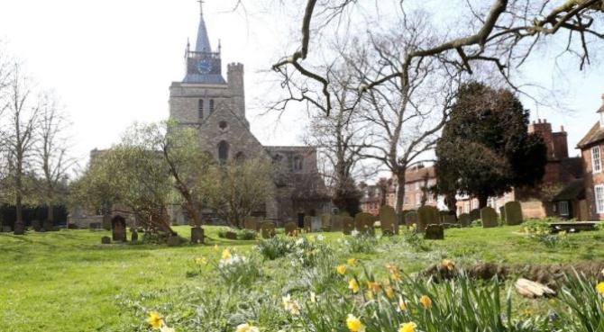 Tânără de 20 de ani, violată în curtea unei biserici din Marea Britanie, de un necunoscut